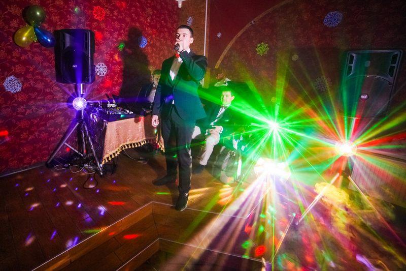 Ведущие на свадьбу: проведение мероприятий профессионалами